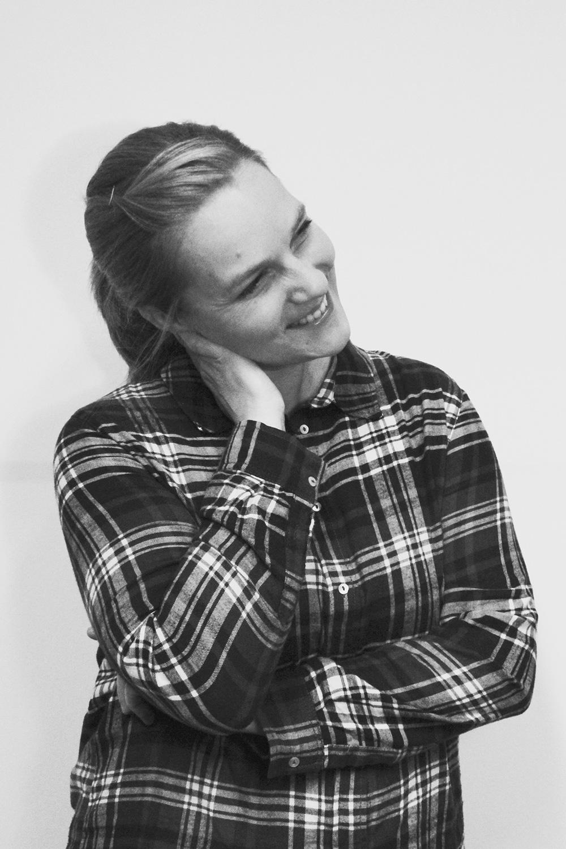 """<p>Camilla Reimitz macht Theater, mag Grenzregionen und schwört<br /> auf die allmähliche Verfertigung der Gedanken beim Reden.<br /> Sie ist stolz darauf, wenn sie Dialekte richtig erkennt und liebt alte Worte, wie z.B. """"urassen"""",<br /> dessen gesellschaftliche Auswirkung allerdings weniger.</p>"""