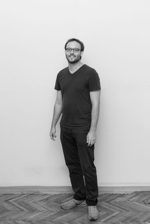<p>Georg Wolfmayr beschäftigt sich mit Stadtethnologie und Urbanitätsforschung und arbeitet an verschiedenen Projekten und Ausstellungen im Spannungsfeld von Stadtforschung, Kunst und urbaner Praxis. Der ethnographische Blick wandert dabei bevorzugt auf vernachlässigte städtische Lebenswelten jenseits des gegenwärtigen Urbanitätshypes.</p>