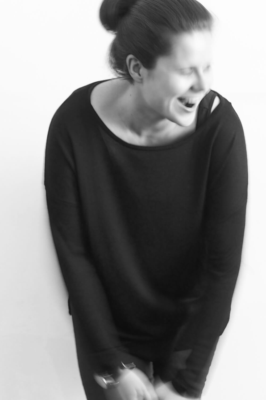 """<p>Lisa B. Wachberger denkt Wortfarben, schmeckt Hauswände und sammelt Stadtfragmente. Findet Hansi Langs Interpretation von """"Ganz Wien"""" reizvoller als das Original.</p>"""